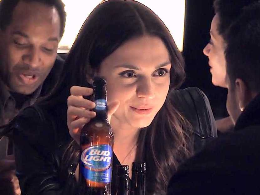 this-girl-offers-a-random-guy-a-bud-light-only-if-he-agrees-to-be-up-for-whatever-happens-next-