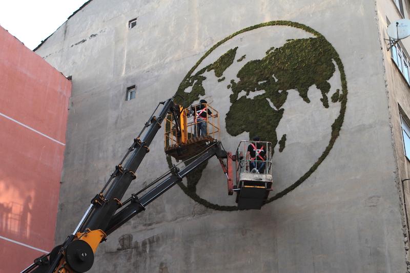recycle-moss-graffiti_guerilla-marketing